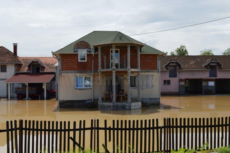 Overstroomde huizen en binnenplaatsen royalty-vrije stock foto