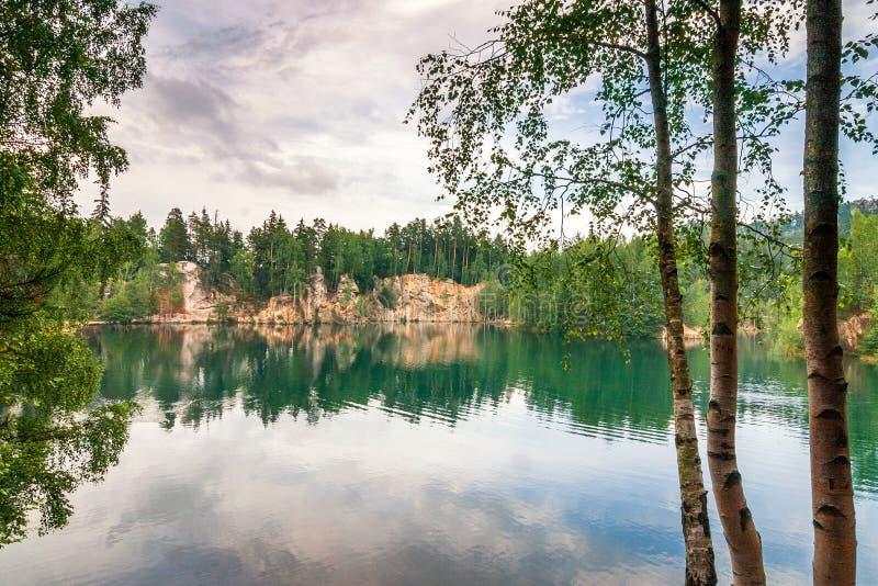 Overstroomde zandsteensteengroeve in het natuurreservaat Adrspach royalty-vrije stock foto