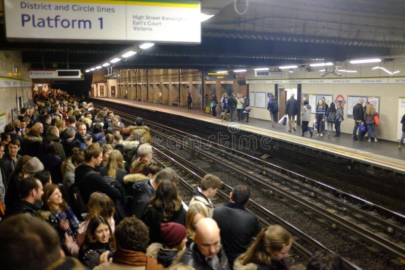 Overvol platform op Londen ondergronds, het UK royalty-vrije stock foto