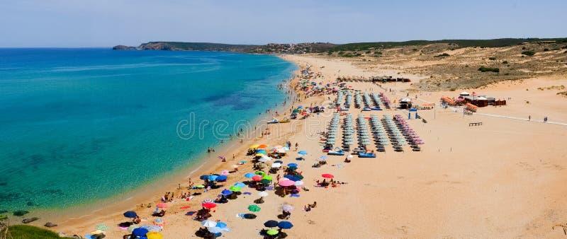 Overvol strand in Sardinige royalty-vrije stock foto's