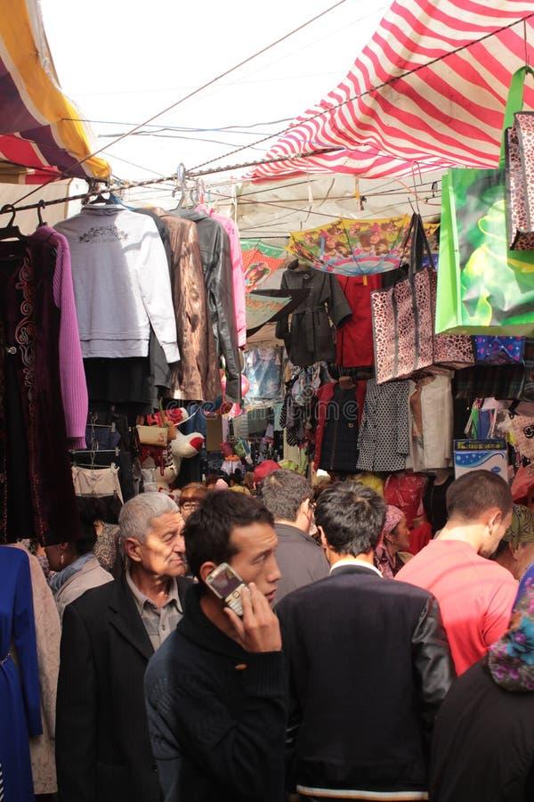 Overvolle steeg in Osh-Bazaar royalty-vrije stock afbeeldingen