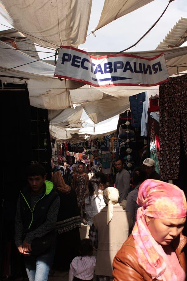 Overvolle steeg in Osh-Bazaar royalty-vrije stock foto's