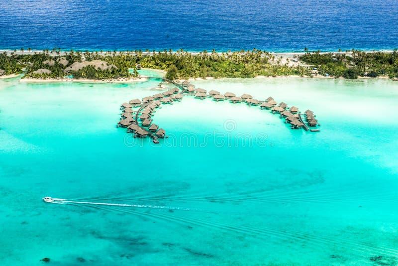 Overwater-бунгала Bora Bora стоковое фото rf