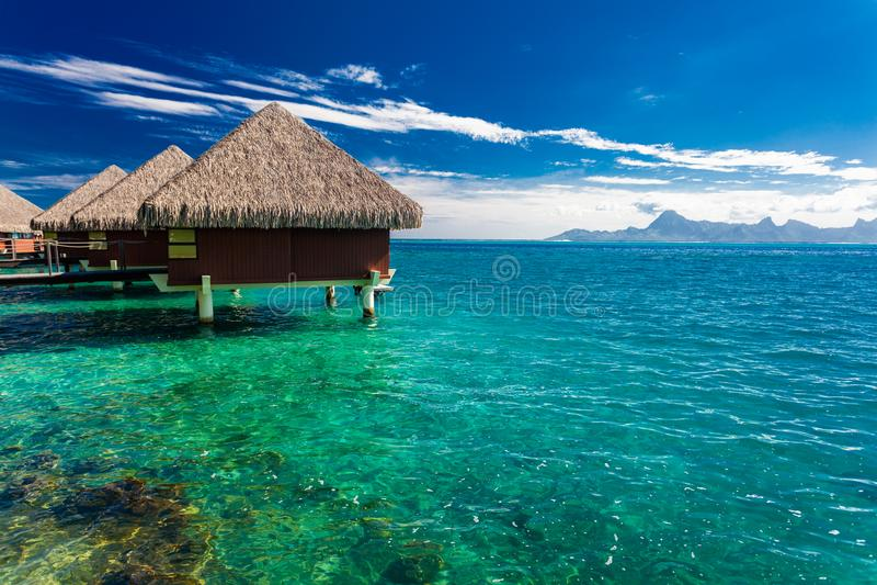 Overwaterbungalowwen, Tahiti, Franse Polynesia stock afbeeldingen