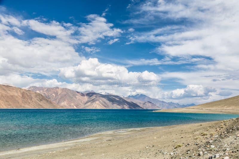 Overweldigend Pangong-meer in Ladakh royalty-vrije stock foto