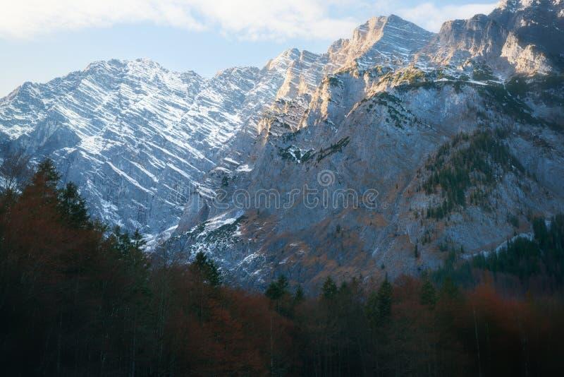 Overweldigende Bergen in het Nationale Park Berchtesgaden royalty-vrije stock foto's