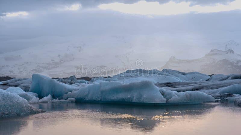 Overweldigende gletsjerlagune van IJsland Majestueuze aardschoonheid royalty-vrije stock foto's