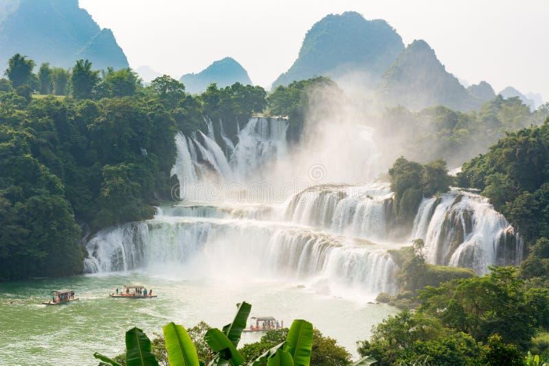 Overweldigende mening bij Detian-waterval in Guangxi, China royalty-vrije stock foto's