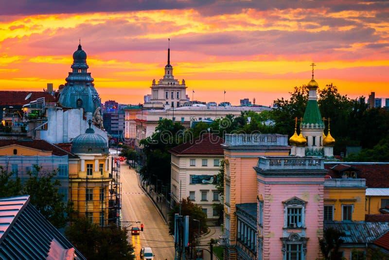 Overweldigende mening over Russische Kerk en andere oriëntatiepunten in Sofia Bulgaria royalty-vrije stock foto's