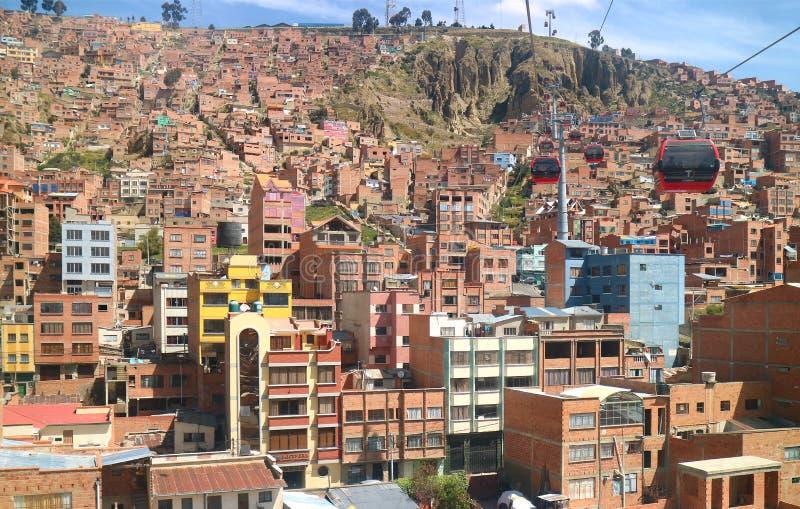 Overweldigende mening van cityscape met Mi Teleferico, de kabelwagennetwerk van La Paz, La Paz, Bolivië royalty-vrije stock afbeeldingen