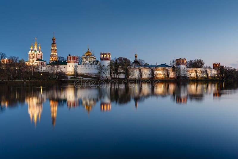 Overweldigende Mening van Novodevichy-Klooster in de Avond, Moskou royalty-vrije stock fotografie