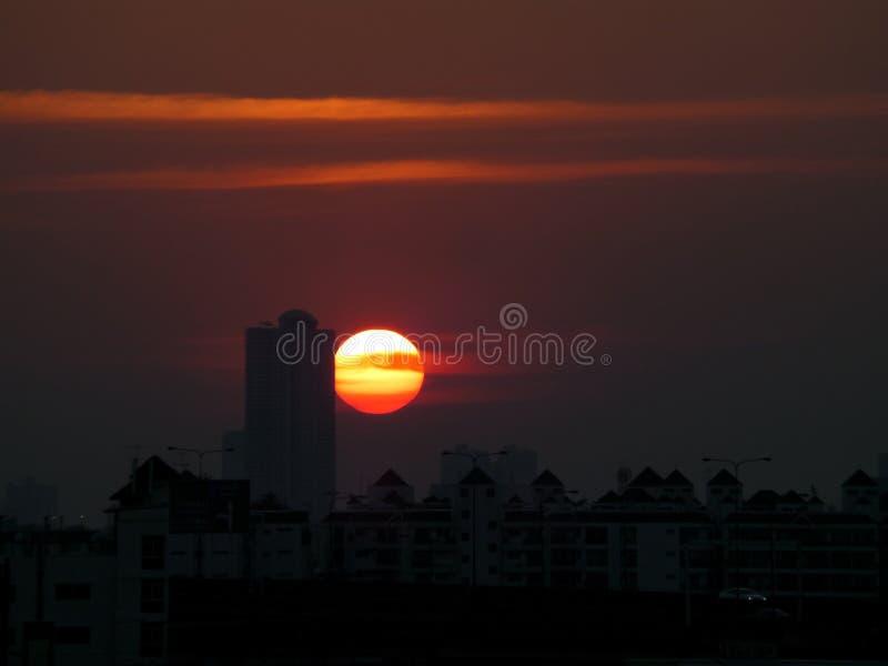 Overweldigende Stedelijke Zonsondergang stock afbeelding