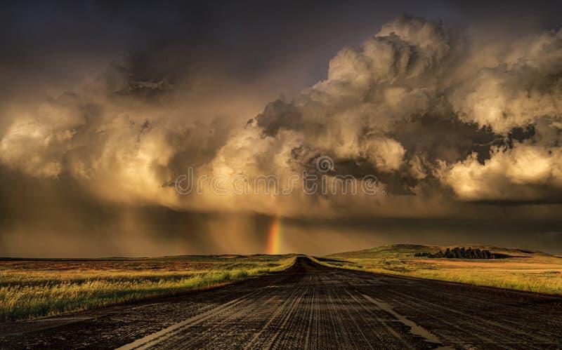 Overweldigende stormachtige zonsondergang royalty-vrije stock fotografie