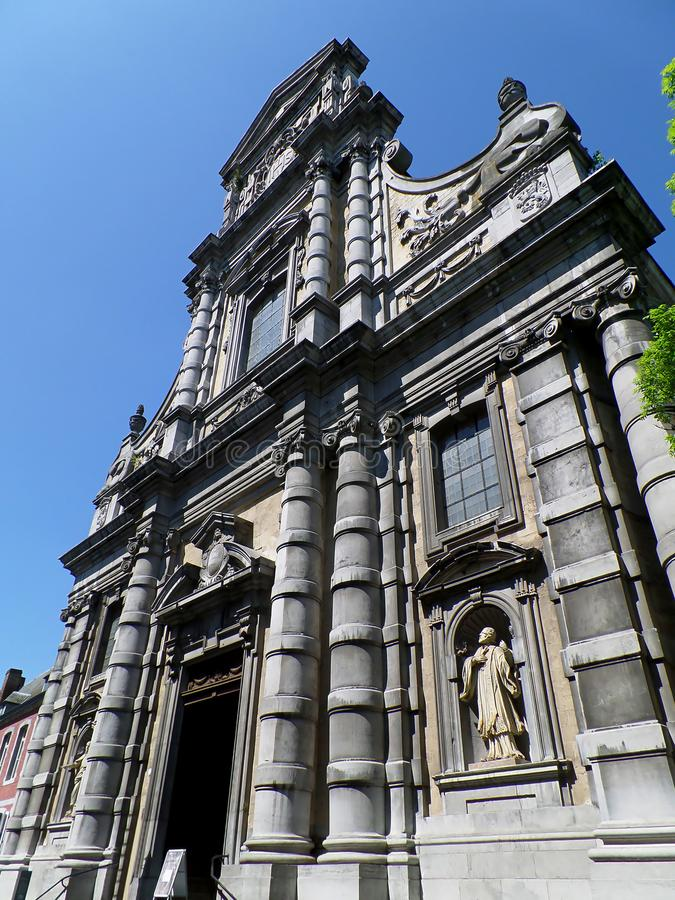 Overweldigende Voorgevel van de Kerk van Saint Loup in Namen, België royalty-vrije stock foto