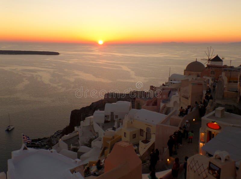Overweldigende Zonsondergang op het Egeïsche Overzees bij Oia Dorp, Santorini-Eiland royalty-vrije stock foto's