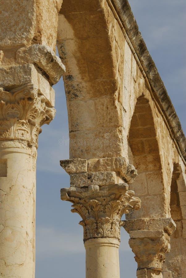 Overwelfde galerij bij de Koepel van de Oude Stad Jeruzalem van de Rots stock foto