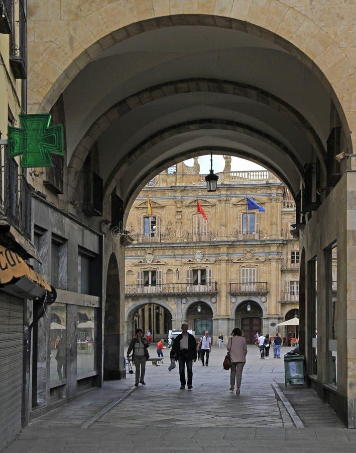 Overwelfde galerijingang aan Pleinburgemeester in Salamanca royalty-vrije stock afbeelding