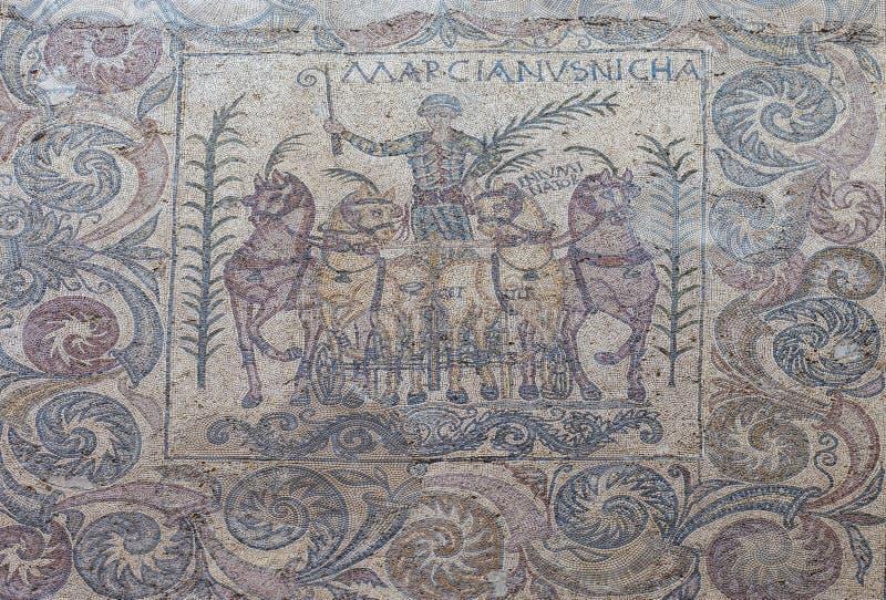 Download Overwinning Van Quadriga Wagenmenner Genoemde Marcinaus, Merida, Spanje Redactionele Stock Foto - Afbeelding bestaande uit kalksteen, mozaïek: 107709073