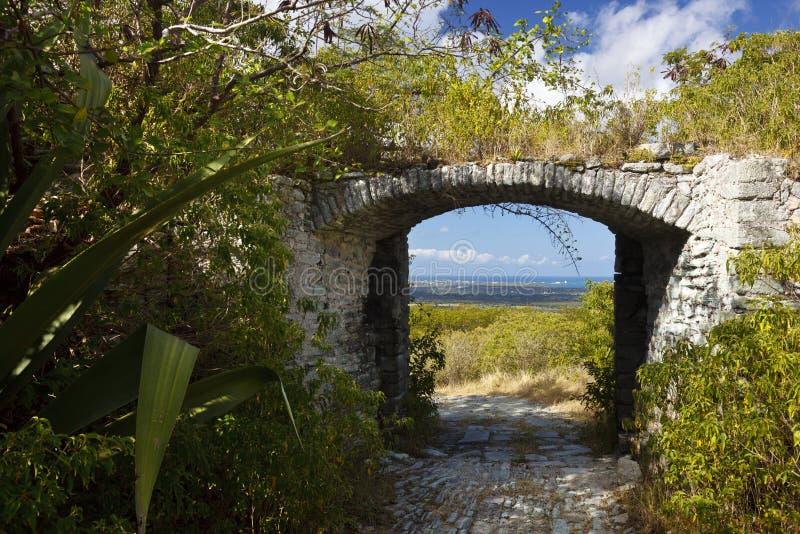 Overwoekerde Fortingang, Antigua royalty-vrije stock foto