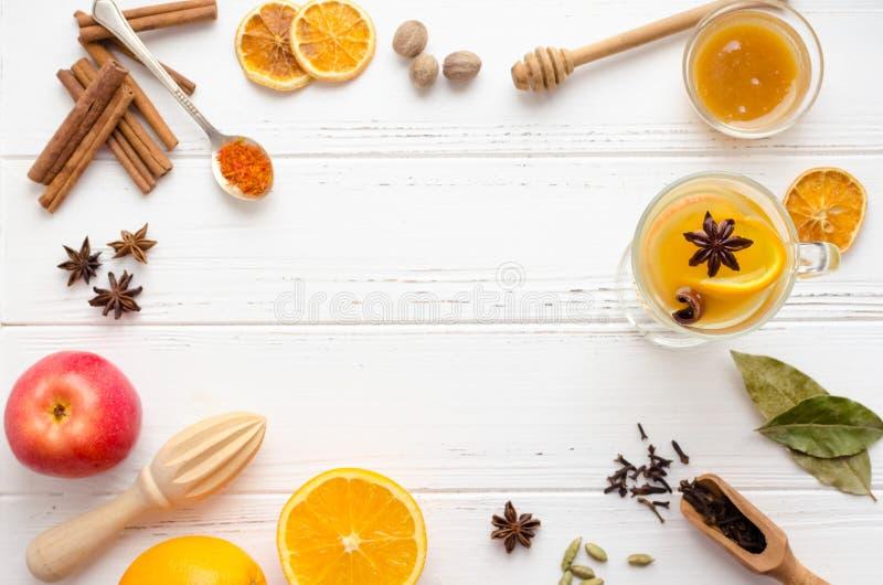 Overwogen wijn met sinaasappel stock fotografie