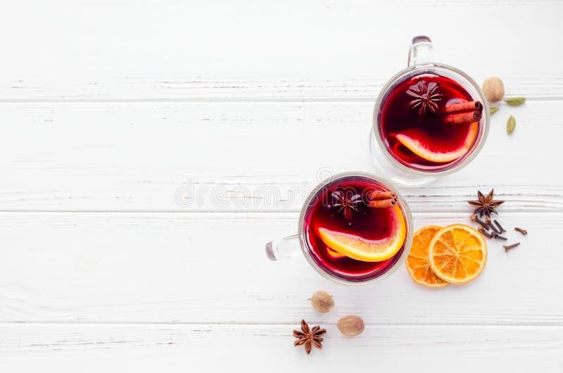 Overwogen wijn met sinaasappel royalty-vrije stock fotografie