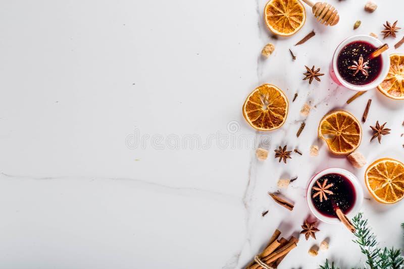 Overwogen wijncocktail stock afbeeldingen