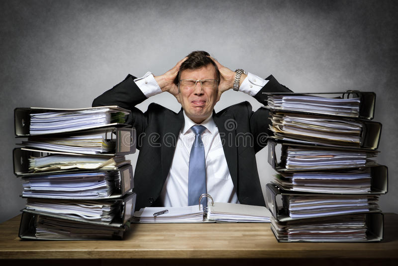 Overworked усилило бизнесмена стоковая фотография rf