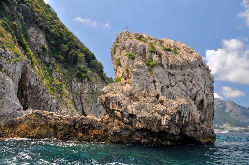 Download Overzees, bergen. zon stock afbeelding. Afbeelding bestaande uit strand - 10777387