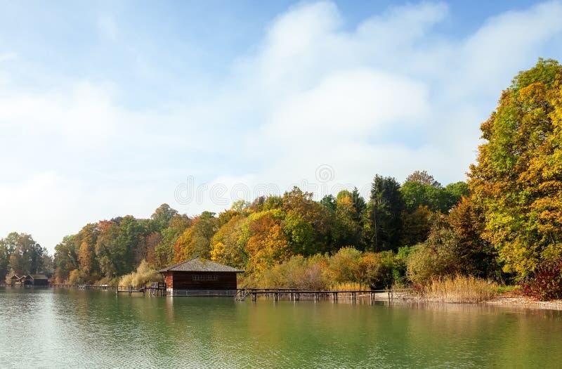 overzees in de herfst stock foto's