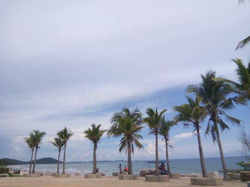 Overzees en blauwe hemel stock afbeeldingen