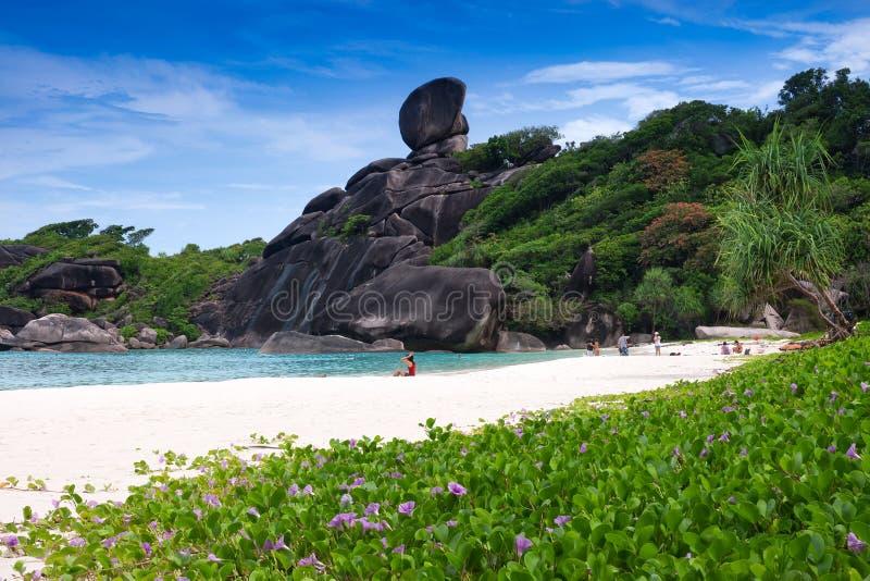overzees en blauwe hemel bij Similan-eiland, Andaman-overzees, Thail stock foto