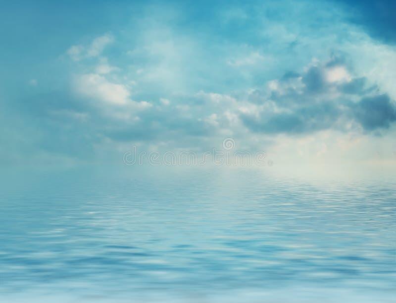 Overzees en wolken stock foto's
