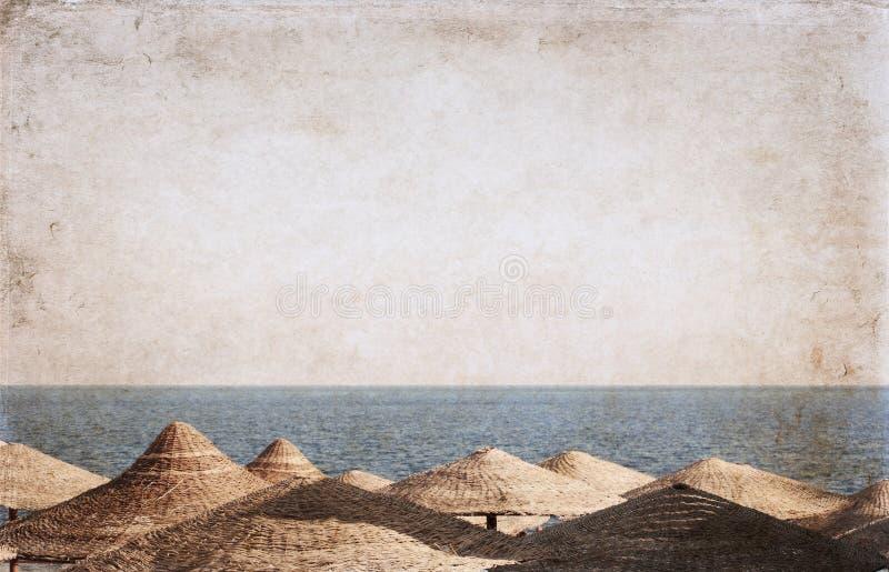 Overzees landschap, strandparaplu's, Egypte, royalty-vrije stock fotografie