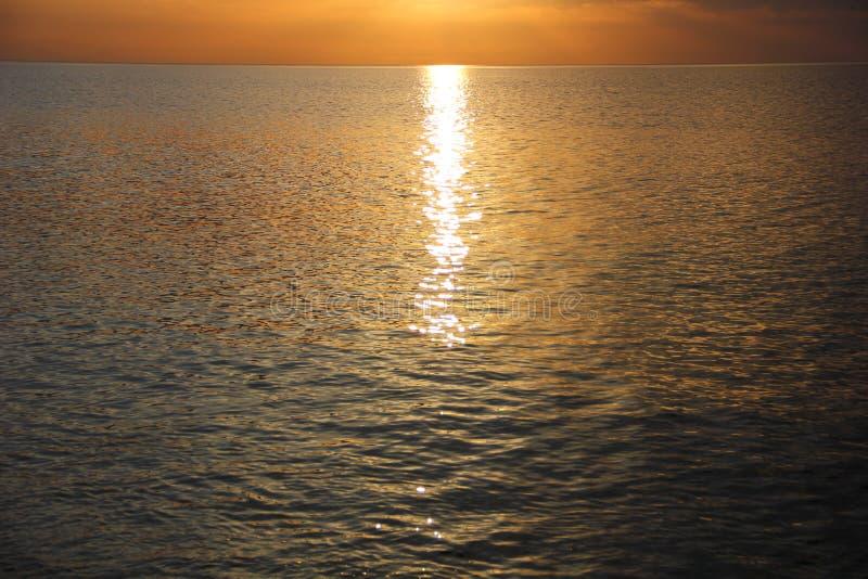 Download Overzees Met Een Lichte Ruche Van Het Water Stock Foto - Afbeelding bestaande uit zonne, licht: 114226660