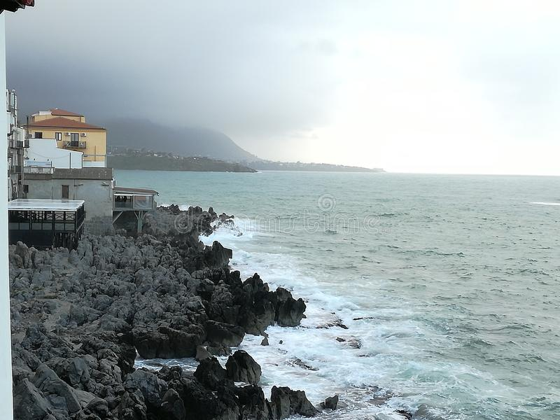 Overzees, oceaan en rotsen royalty-vrije stock foto