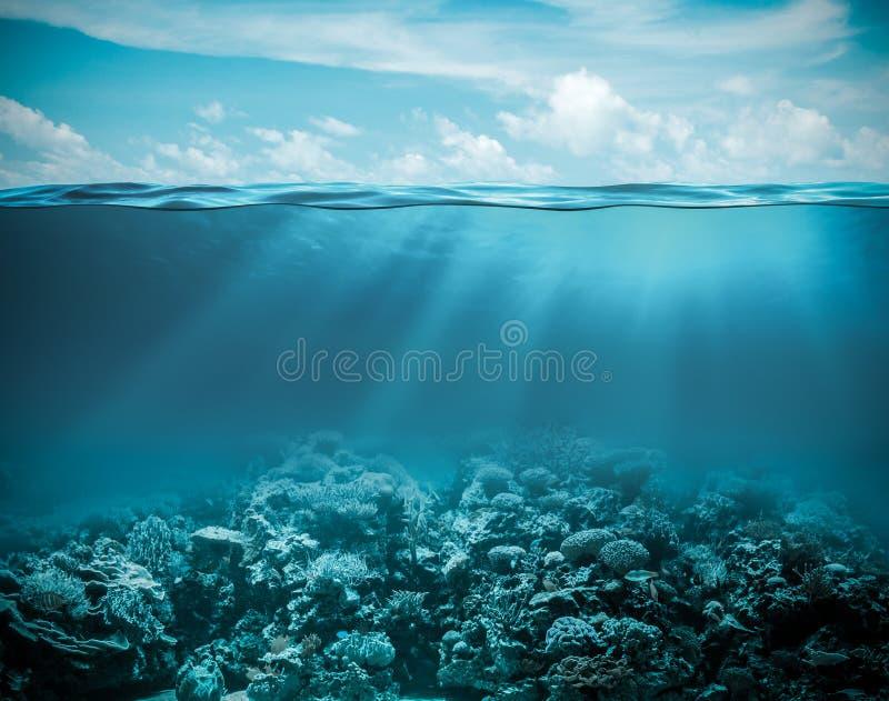 Overzees of oceaan onderwater diepe aardachtergrond royalty-vrije stock foto's