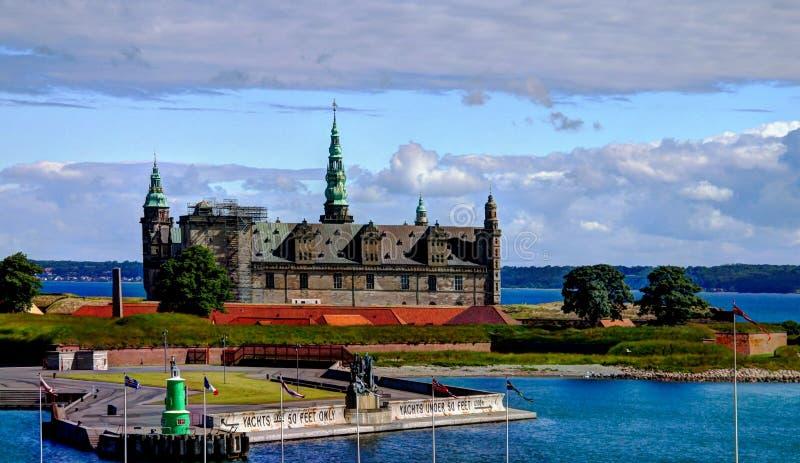 Overzees panorama van Kronborg-kasteel in Helsingor Denemarken stock foto