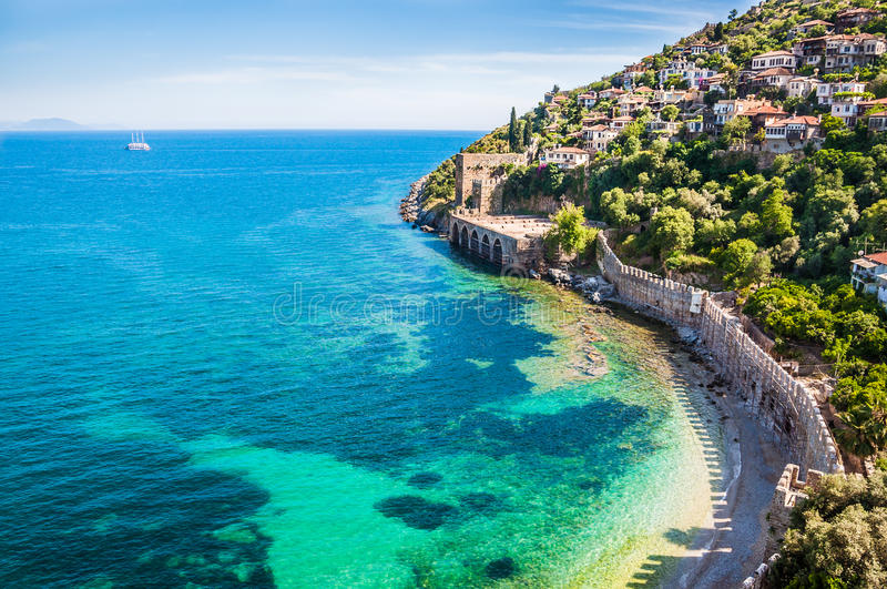 Overzees strand in Alanya, Turkije stock afbeeldingen