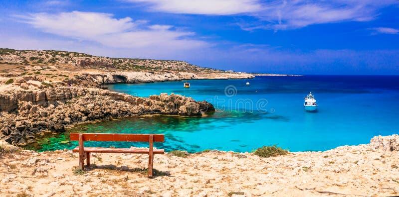 Overzees van het eiland van Cyprus schoonheid en rcystal duidelijke wateren stock afbeelding