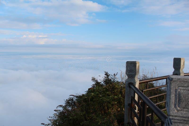 Overzees van wolken op MT Emei stock afbeelding
