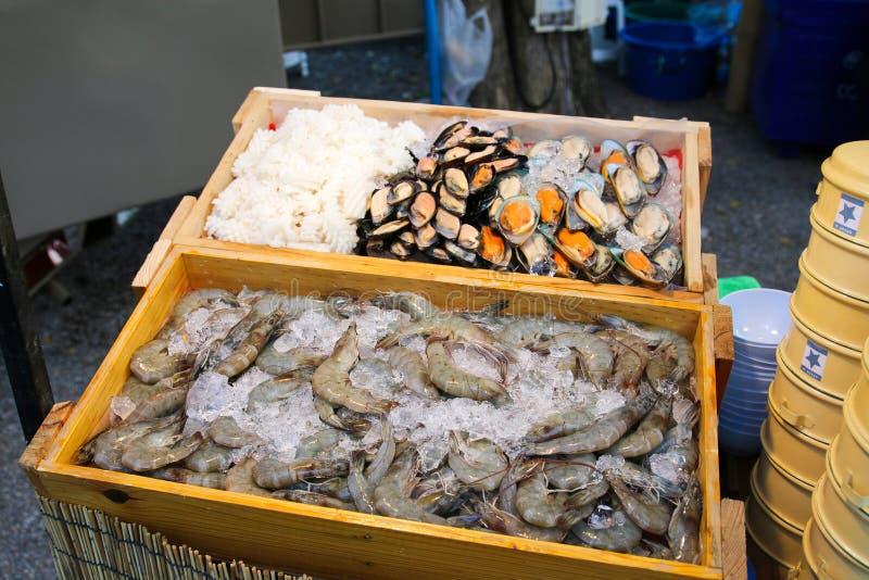 Overzees voedsel freshset op ijs royalty-vrije stock afbeeldingen