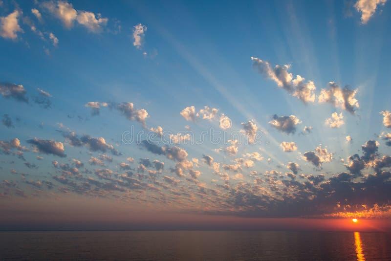 Overzees in zonsondergang royalty-vrije stock afbeelding