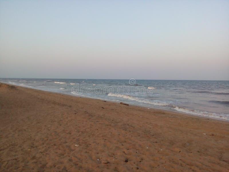 Overzeese golven bij strand royalty-vrije stock foto's