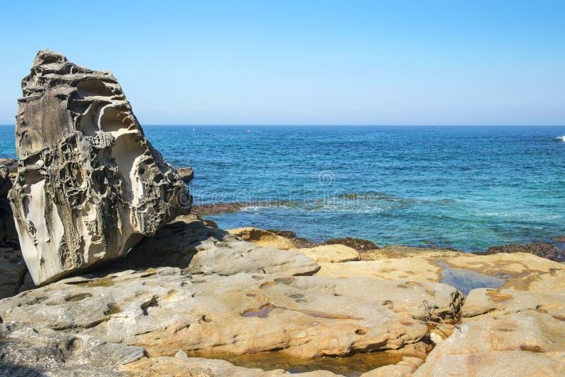 Overzeese klippen dichtbij Bondi-Strand, Sydney, Australië royalty-vrije stock foto's