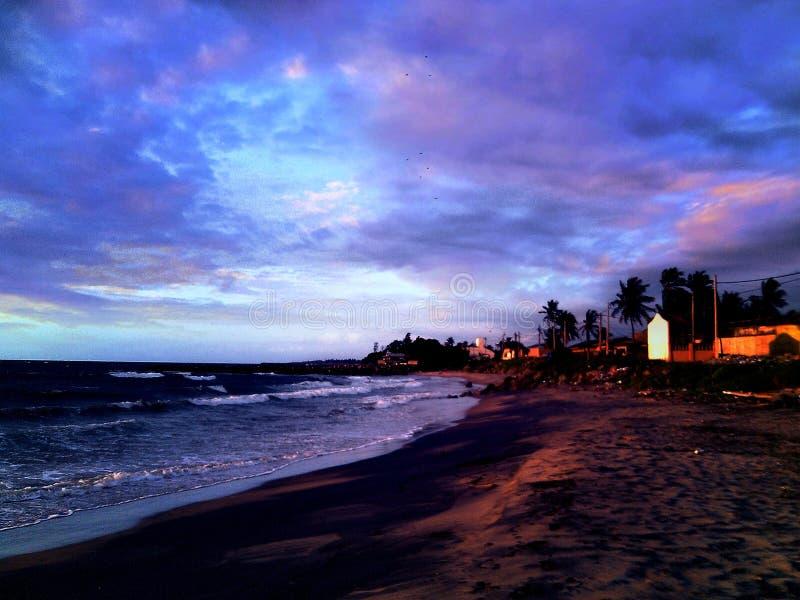 Overzeese kust in de avond stock fotografie