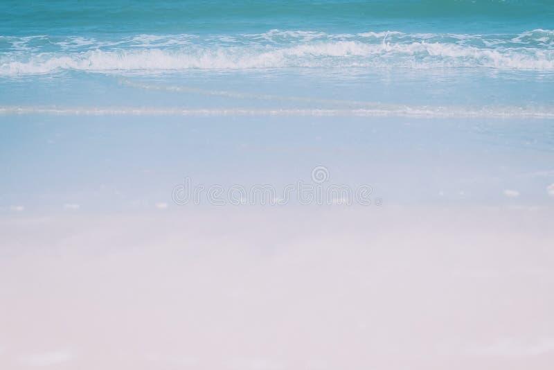 Overzeese luchtmening, Hoogste mening, verbazende aardachtergrond De kleur van het water en prachtig helder duidelijk water royalty-vrije stock foto