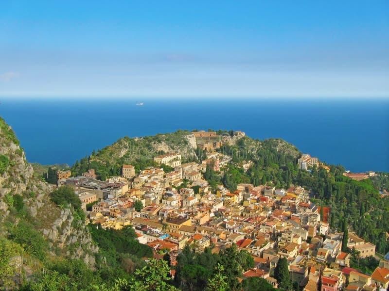 Overzeese mening Letojanni Sicilia Italië stock fotografie