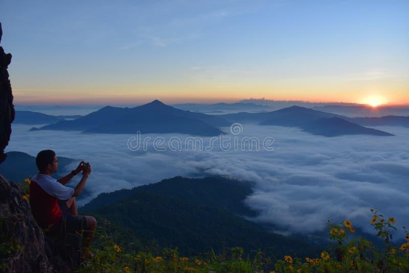 Overzeese mist in Doi Phatang, Chiangrai stock afbeeldingen