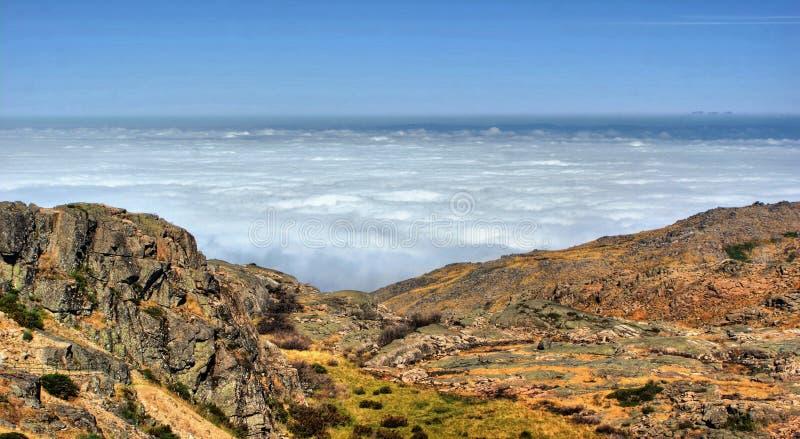 Overzeese mist in Serra da Estrela royalty-vrije stock foto's