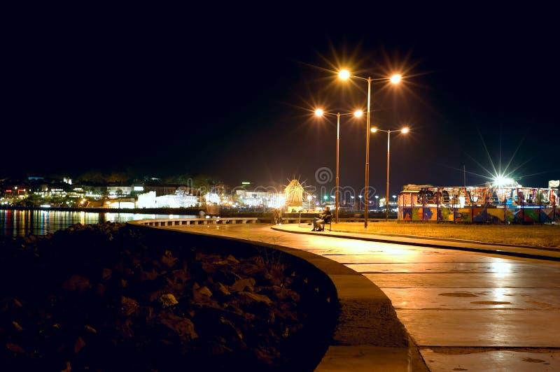 Overzeese nachtstad stock afbeelding